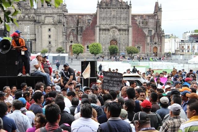 """Foto de Entrevista: hablan los afectados por el nuevo """"Hoy No Circula"""" (1/11)"""