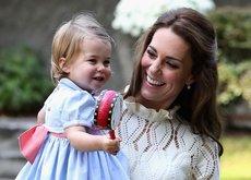 Kate Middleton escoge un look bohemio para ella y una marca española para la princesa Charlotte
