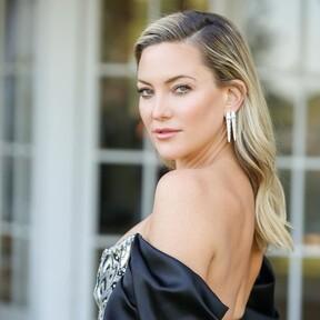 Kate Hudson apuesta por un atrevido diseño de Louis Vuitton para presenciar los Globos de Oro 2021