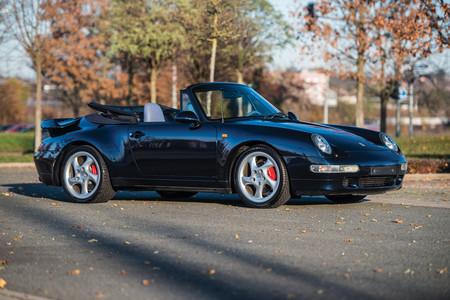 Teóricamente jamás existió un Porsche 993 Turbo Cabrio, pero te contamos de dónde ha salido este