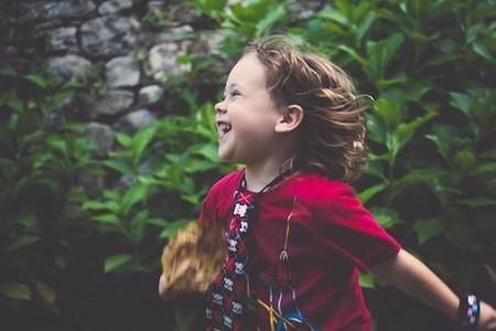"""""""Los niños pueden aprender a capturar la belleza con su cámara"""". Entrevista a la fotógrafa Rebeca López"""