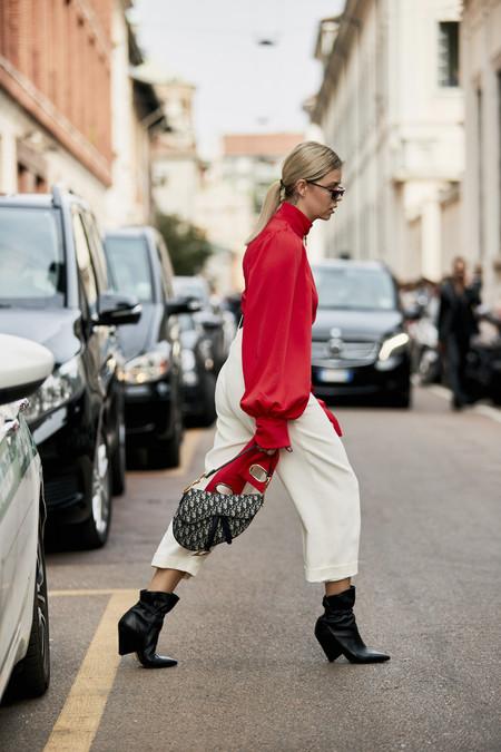 El blanco, rojo y negro son el trío infalible: 17 prendas para juntar los colores tendencia en un mismo look