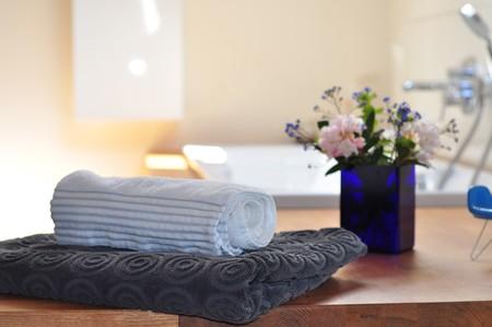 Los productos que triunfan en Pinterest para decorar y maximizar el espacio en baños pequeños