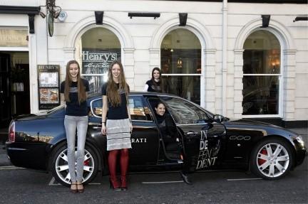 Maserati hace de taxi para las modelos de la London Fashion Week
