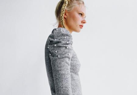 Nueve jerséis joya de Zara llenos de lentejuelas y perlas que harán brillar todos tus looks invernales (incluyendo el de la cena de Navidad)