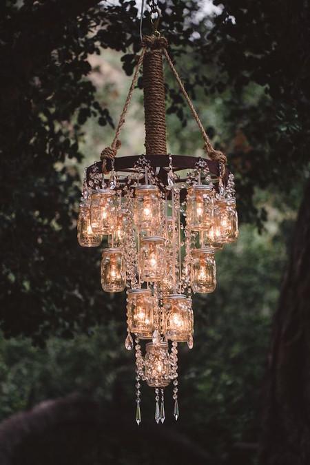 Ilumina Tu Boda Con Mason Jars Que Cuelgan De La Rueda De Una Carretabodasyweddings