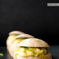 Panecillos rellenos de queso y huevo revuelto. Receta express