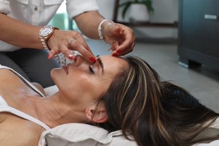 Acupuntura: qué es, cómo se hace y por qué el Gobierno está evaluando si incluirla en su lista de pseudoterapias