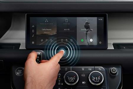 ¡Sin manos! Jaguar Land Rover desarrolla una pantalla multimedia táctil y a la vez contactless