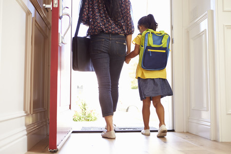 Sentimiento de culpa y la adaptación de los hijos: principales motivos de estrés de los padres ante la vuelta al cole