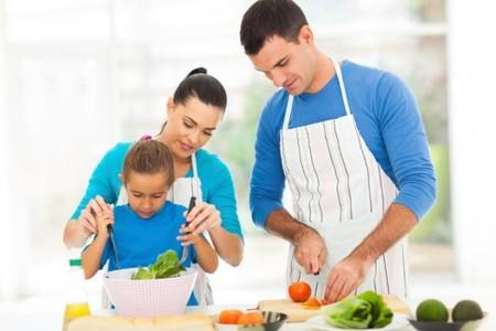 Cocinar con los niños está de moda, ¿también en casa?