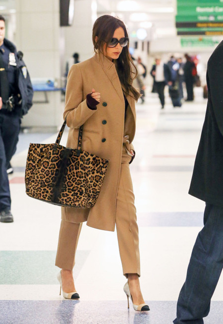 Victoria Beckham Look total Camel