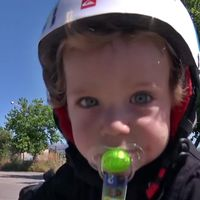 """Mario: montando en moto con sólo 1 año. El autoproclamado """"récord mundial"""" de Chicho Lorenzo"""