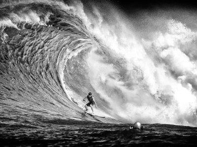 El fotógrafo AJ Messier pasa un mes en Hawai para traernos impresionantes fotografías de surf