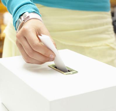 manodemujer votando