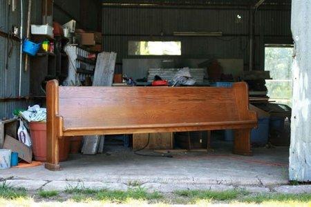 Antes y después: un banco de iglesia transformado en cabecero