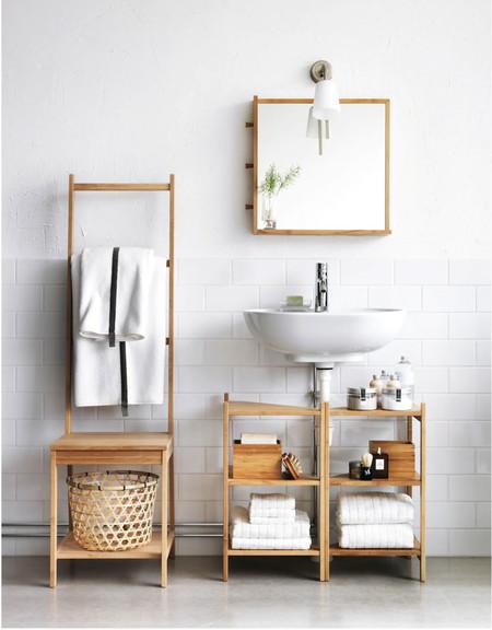 Muebles y carritos prácticos para ganar espacio de almacenaje en tu cuarto de baño
