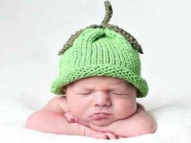 Preciosos gorros tejidos para recién nacidos