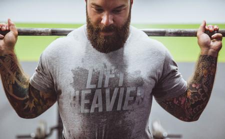 Entrenamiento en suspensión o entrenamiento con pesas: ¿con cuál me quedo si quiero ganar masa muscular?