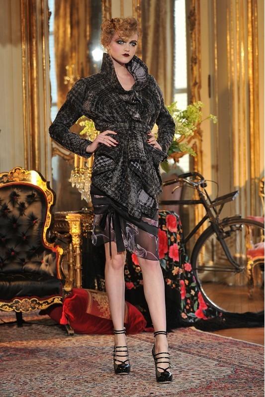 Foto de John Galliano Otoño-Invierno 2011/2012 en la Semana de la Moda de París: sobre la pasarela, un genio (2/13)