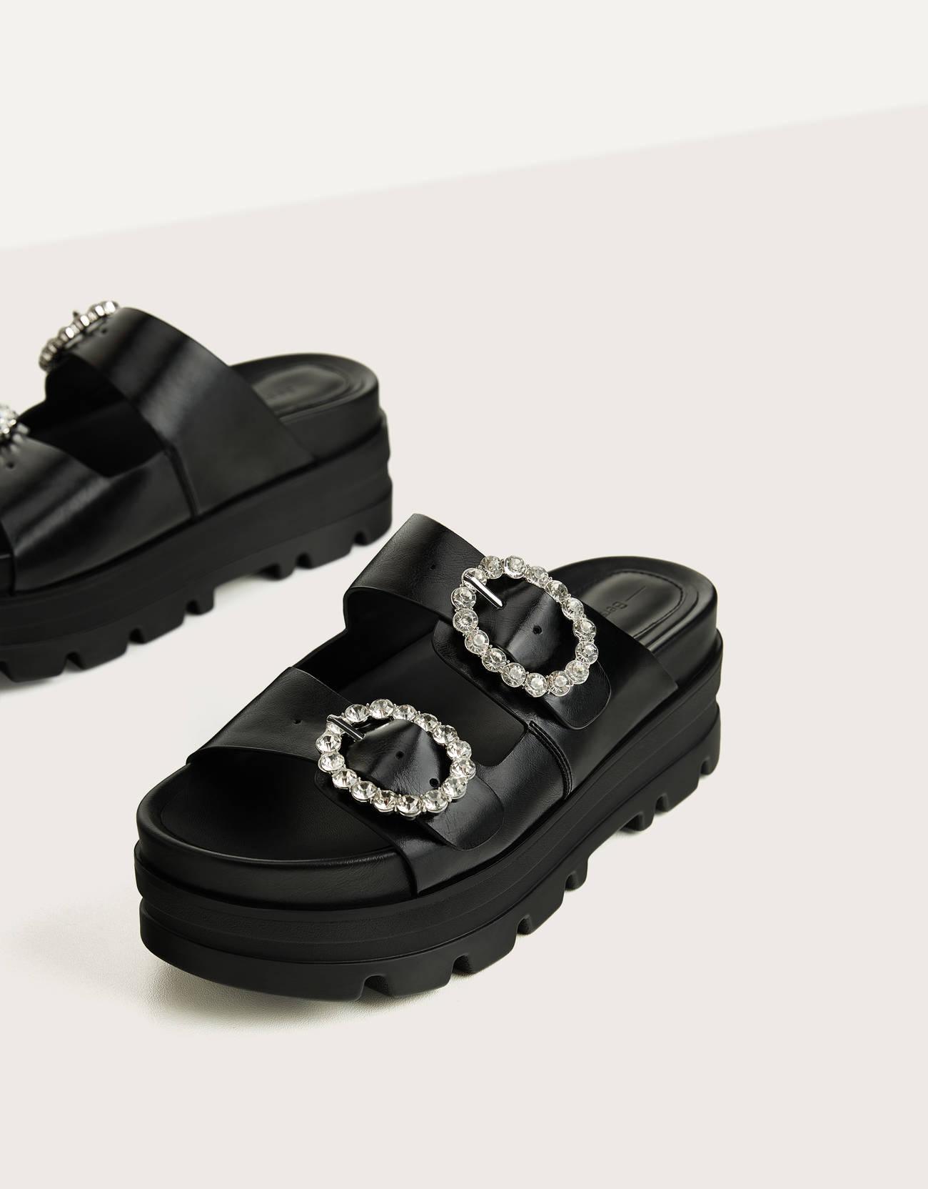 Sandalias ugly con plataforma y hebillas joya