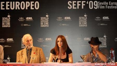 Paz Vega y Colin Farrell presentando 'Triage' en Sevilla