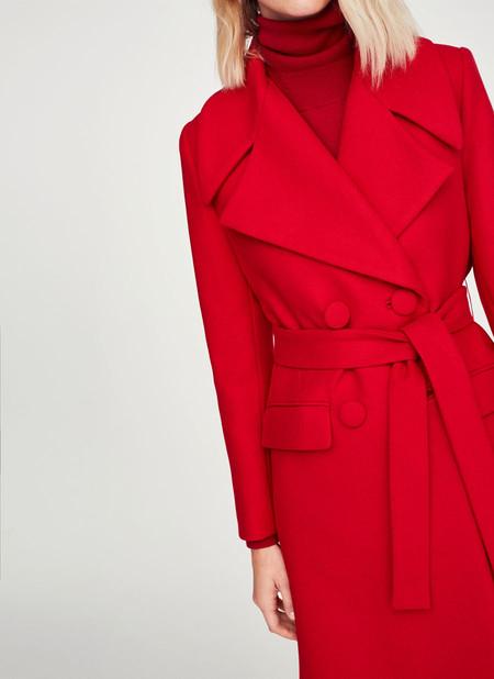15 abrigos rojos con mucho estilo perfectos para dar un toque de color a los looks de invierno