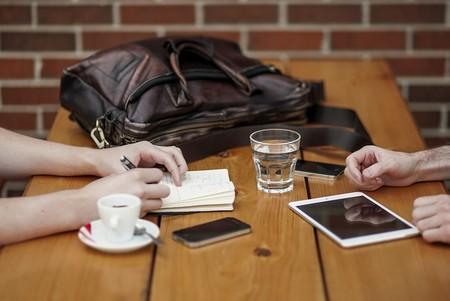 En las relaciones de negocio, prioriza