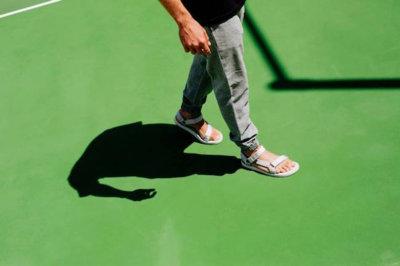El estilo intemporal de las sandalias de Teva