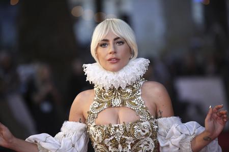¿Es María Antonieta? No, es una espectacular Lady Gaga