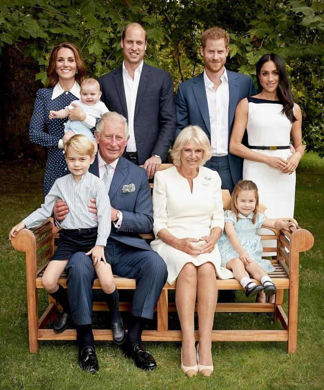 Kate Middletton le copia el look a una invitada de la boda de los Duques de Sussex en las fotos oficiales del 70 cumpleaños del príncipe Carlos