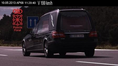 Velocidad terminal: 'cazado' un coche fúnebre a 199 km/h