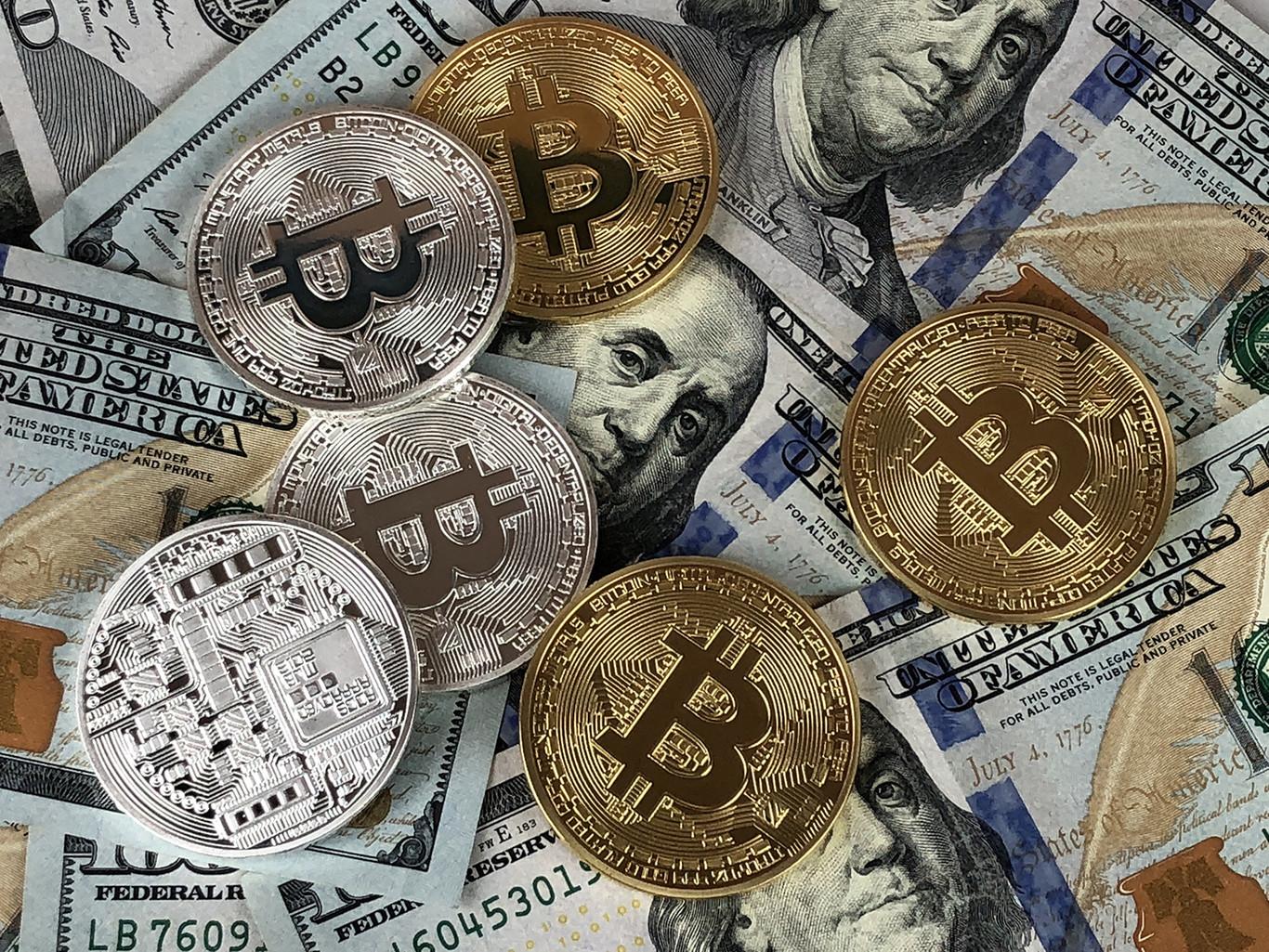 Ni hackers ni brechas, la nueva tendencia es robar bitcoins a mano armada