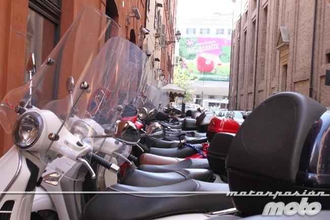 Motos en una calle de Roma