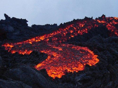 Volcanesenerupción:PacayaenGuatemalayTungurahuaenEcuador