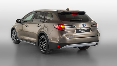 Toyota Corolla TREK: la versión campera del compacto híbrido llega al mercado español, desde 31.700 euros