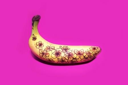 Cuando el plátano se transforma en un lienzo para efímeras obras de arte