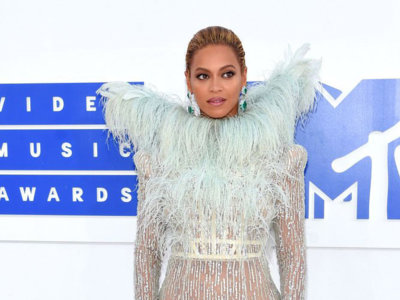 ¿Es Victoria de Samotracia? ¡No! es Beyoncé en los MTV Music Video Awards 2016