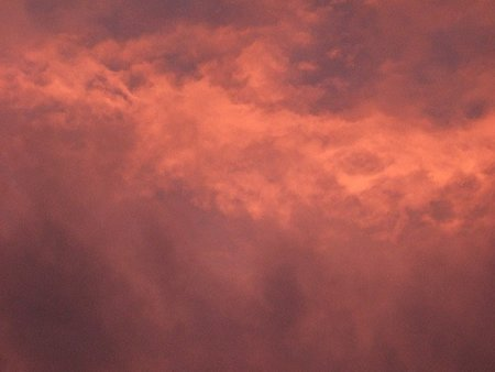 El color rojizo de las nubes al atardecer