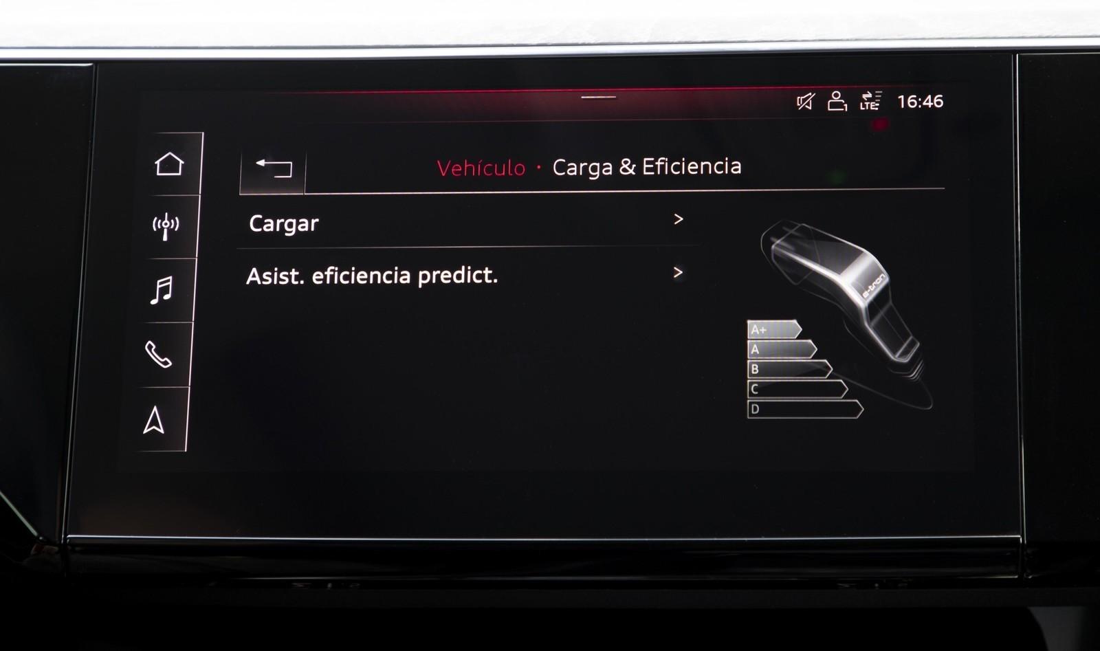 Foto de Audi e-tron (77/111)