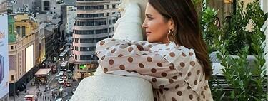 Paula Echevarría posa con un vestido de lunares de Mango en esta azotea de Madrid y nos recuerda a Ana en Velvet