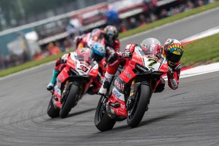 Ducati necesita la Panigale V4: Las bicilíndricas se hundieron en Inglaterra con todas sus carencias