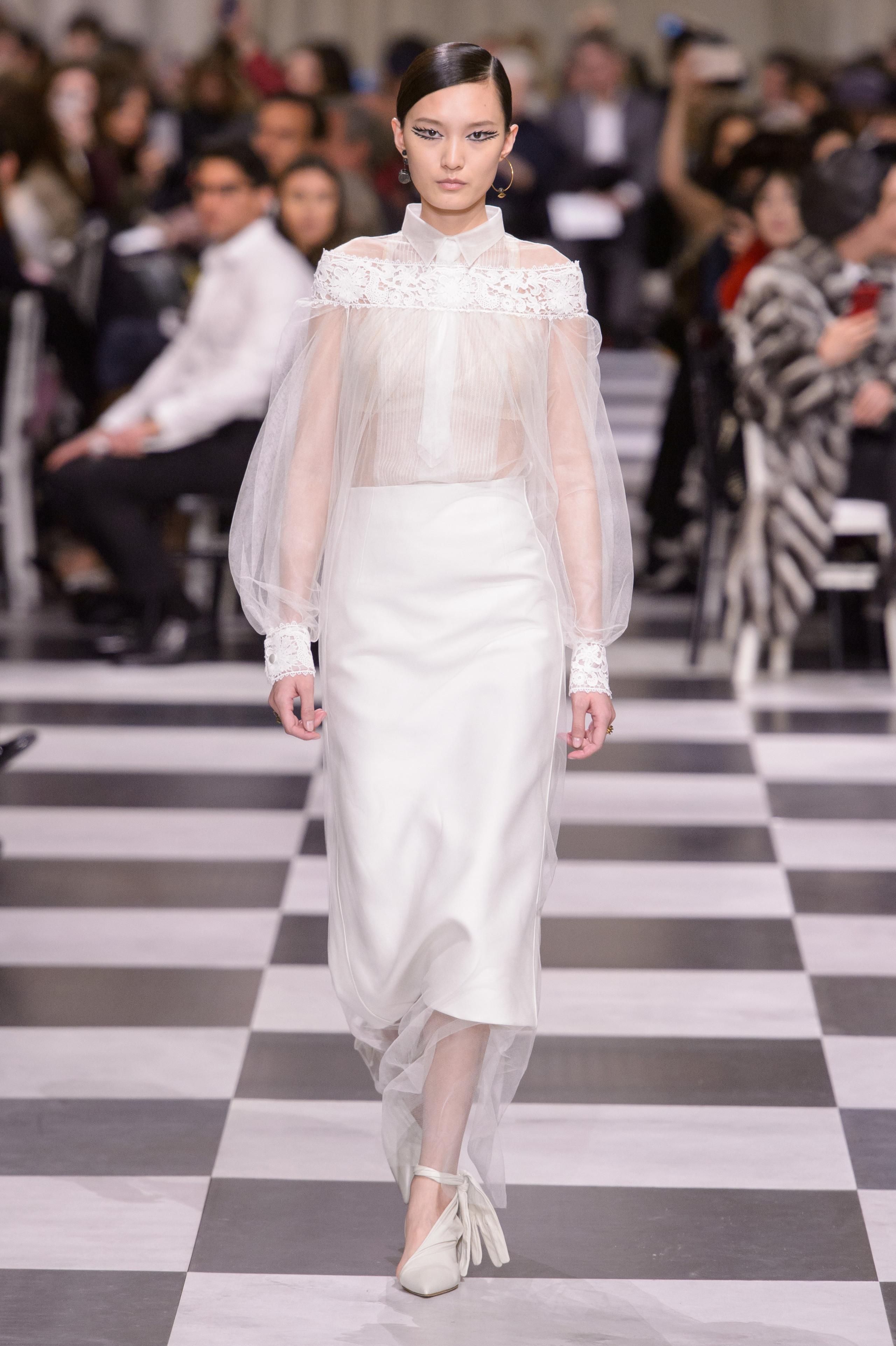 Foto de Dior Alta Costura: Maria Grazia Chiuri y su mágico desfile en blanco y negro Primavera-Verano 2018 (20/74)