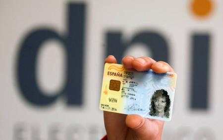 La seguridad del DNI electrónico, comprometida: a quién afecta, por qué y cómo solucionarlo