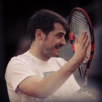 Iker Casillas cambia de pelotas por una buena causa