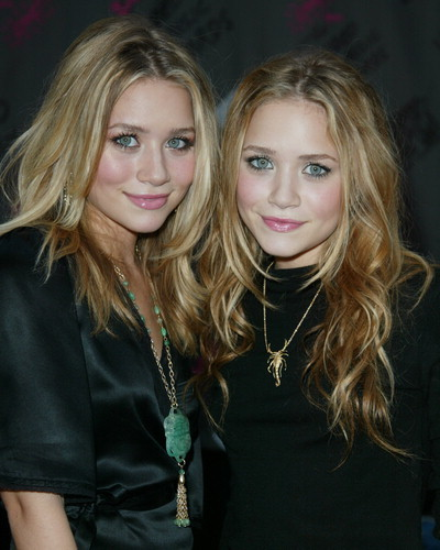 Las gemelas Olsen bailan