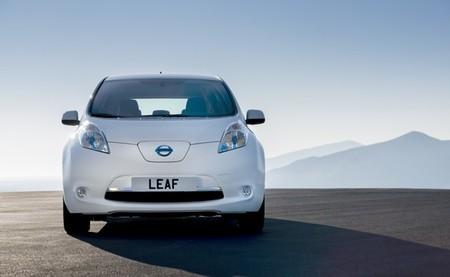 Nissan LEAF 2013 blanco 02