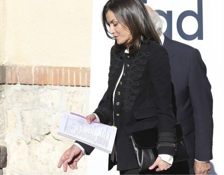 Doña Letizia comienza el 2019 reciclando: este look lo ha llevado ya idéntico de pies a cabeza