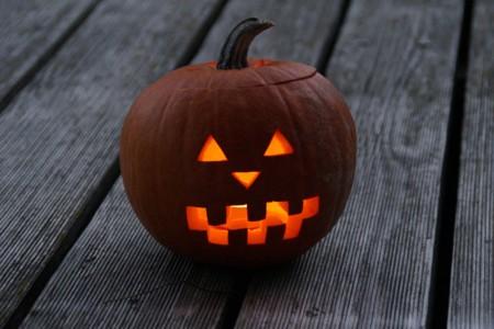 Cómo vaciar una calabaza de Halloween paso a paso y con pequeños trucos