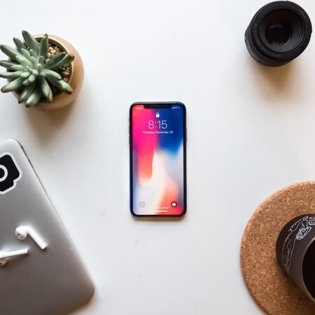 Tres formas de limpiar los altavoces del móvil de forma fácil y rápida con lo que tenemos por casa